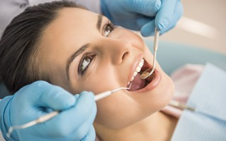 http://www.mardenta.com/wp-content/uploads/2015/11/marbella-dentist-surgery-320x200.jpg